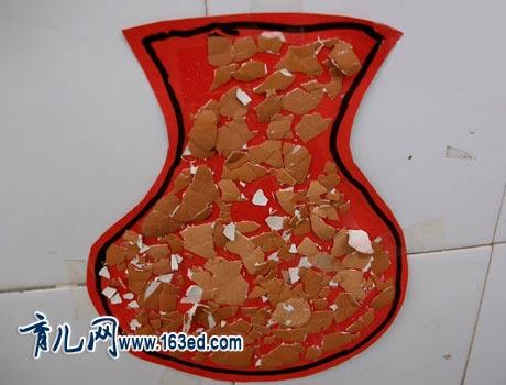 幼儿蛋壳手工制作:花瓶贴画—儿童手工制作网