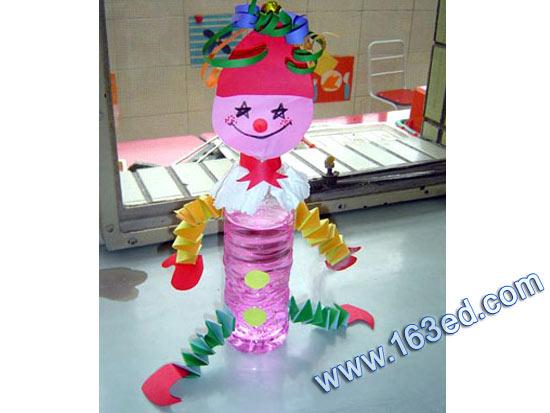 幼儿园吸管贴画_幼儿废旧手工制作:瓶子娃娃1—儿童手工制作网