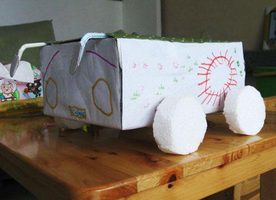 幼儿废旧物品手工制作:纸盒汽车