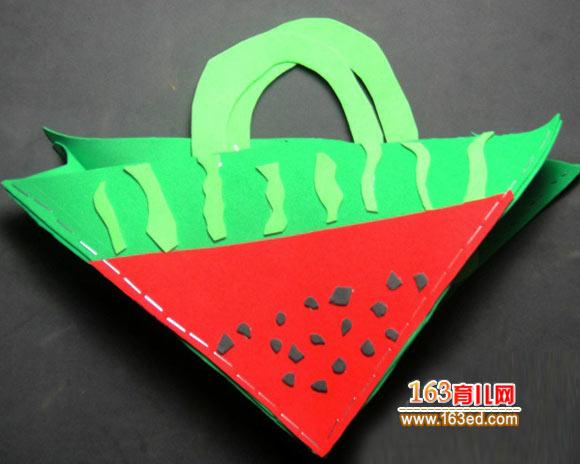 幼儿手工:废旧皮革制作的西瓜包包1—儿童手工制作网