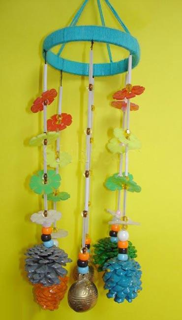 废旧物品手工制作:漂亮的松果风铃—儿童手工制作网