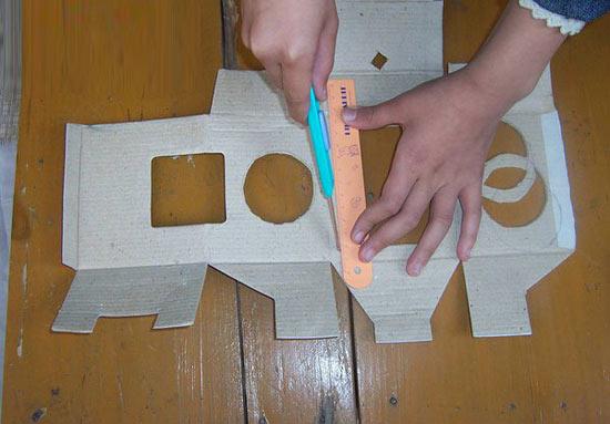 幼儿手工:纸盒灯笼的制作教程—儿童手工制作网