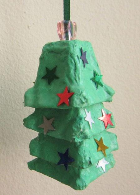 幼儿手工:废弃鸡蛋包装制作圣诞树挂饰图解教程