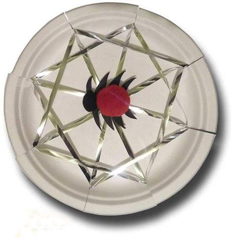 幼儿手工:用纸盘制作一个蜘蛛网