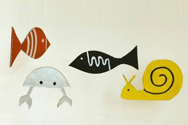 儿童手工教学:废纸箱制作玩具水族箱