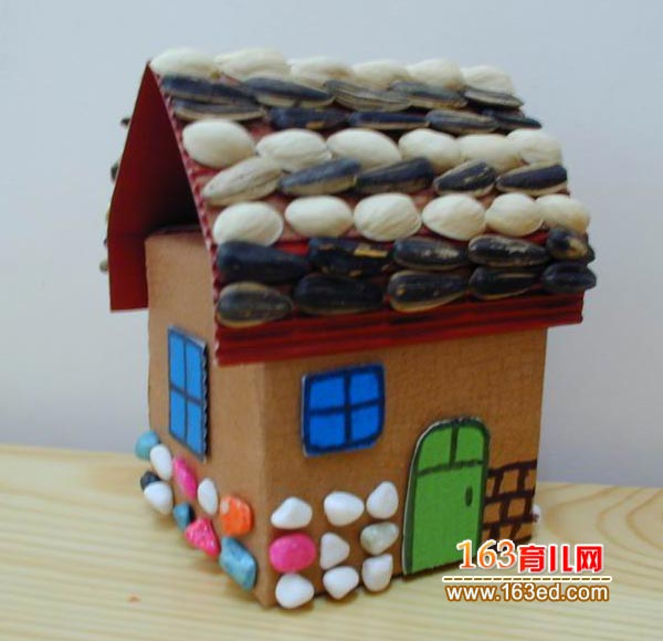 纸箱做的小房子_儿童变废为宝小手工