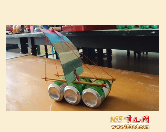 幼儿手工作品:易拉罐帆船