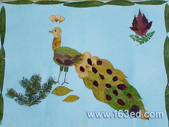 树叶粘贴画之孔雀图片